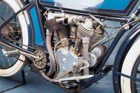 The V-twin engine was of conventional intake-over-exhaust layout, but Thor ran the intake pushrods between the cylinder fins.