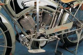 Distinctive elements included the painted crankcase guards and cast floorboards.