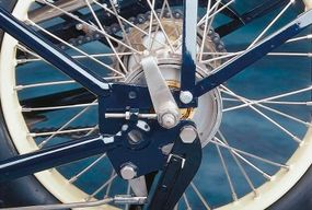 Ace used an external-contracting rear brake.