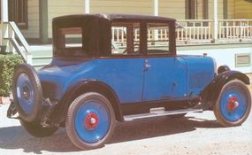 Oakland was the first car to use DuPont's Duco Satin Finish paint, originally available only in blue.