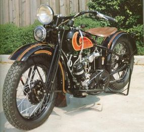 Custom paint jobs such as this would become standard on all Harley-Davidsons in two years.