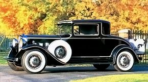 The first-series 1932 Graham Blue Streaks differed markedly from the second-series models. This Special Eight coupe has the more traditional non-skirted front fenders.