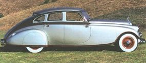 The tapered decklid was bounded on the top by a slim, inset backlight and on the sides by pointed rear fenders.