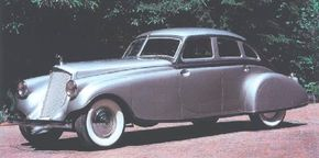 Features like hidden horns, recessed door handles, and flush-fitting fender skirts all helped make the Silver Arrow's appearance more sleek.