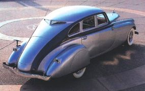 The Silver Arrow's windows were surrounded by a metal molding that ran all the way down the bodysides -- and opened up two-toning possibilities.