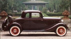 The graceful lines of the 1934 DeLuxe five-window coupe carried the style of the era.