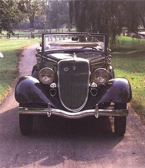 For 1934, the curve in the grille was removed and a new ornament surrounding the radiator cap was added.