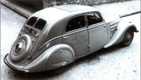 A year after the 1935 Peugeot 402 was introduced, its basic styling was extended to a new, smaller 302.
