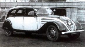 The short-lived 1935 Peugeot 402 taxi was on the 130-inch chassis.