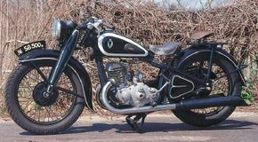 The 1936 DKW SB 500 A had a three-speed transmission with a hand shifter and foot-operated clutch. See more motorcycle pictures.