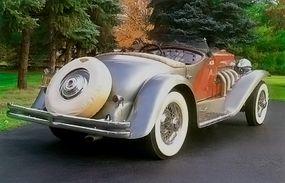 An external spare tire decorated the rear of the 1936 Duesenberg SSJ Speedster.