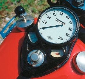 The tank-mounted instrument panel, still a Harley styling element, included amp and oil- pressure readouts.