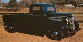 An intricate grille pattern and streamlined cues link the 1937 GMC pickup to the art deco movement.