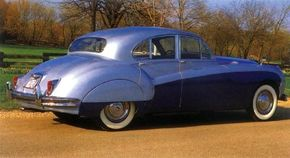 The 1959 Mark IX was a clear style descendant of the earlier SS-Jaguar sedans.