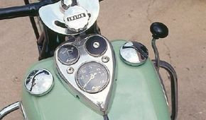 Chromed gauge stage, dual fuel-filler caps, and lever shifter were all classic elements of big motorcycles from the 1930s through the 1950s.