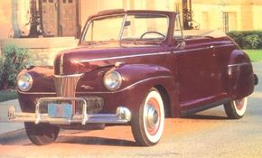 Super DeLuxe 1941 Fords could be identified by a nameplate placed between the left headlight and center grille section.
