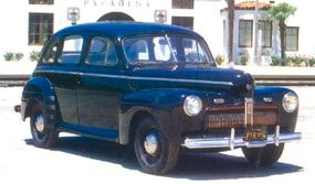 The 1942 DeLuxe Fordor lacked the fender chrome strips and side window surrounds of the Super DeLuxe, but was attractive in its own right.