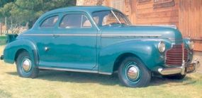 The 1941 model featured fender-mounted headlights and a Buick-like grille.