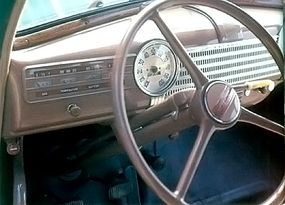 The instrument panel had a simple design.