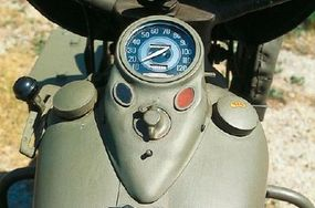 The WLA used the same fuel tank and gauge as peacetime Harley-Davidsons, but all were painted military olive drab.