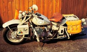 The Indian 841 motorcycle included a final drive by jointed shaft, deemed more suitable for desert use.