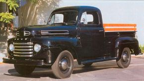 The popularity leader of the 1948 Ford truck range was the F-1 pickup.