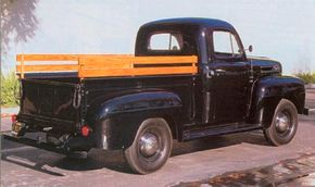 A 61/2-foot all-steel pickup bed with a reinforced tailgate was fitted to the 1/2-ton Ford F-1.