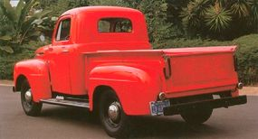 The black wheels of this truck are usually associated with 1948 F-1s.