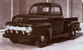 Slight revisions in hood trim marked the 1952s. This is a V-8 model; had it been a six, the engine would have been a new ohv 215-cubic-inch design.