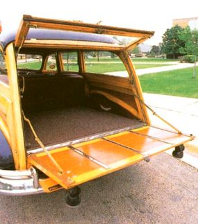 The rear doors of the station wagon could be opened completely, or only on the top half.