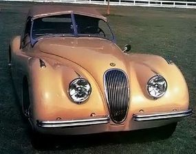 Classic long-hood/short-deck proportions on the XK-120 were enhanced at the front by large headlamps, harking back to the prewar SS 100.