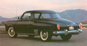 The 1950 look, complete with four-piece wraparound rear window, was mostly carried over into 1951.
