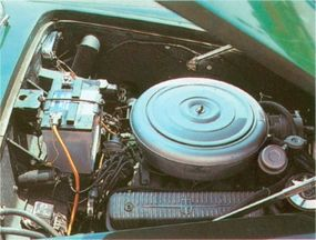 The production 1953-1955 Edwards America used either a 205-bhp Lincoln V-8 or a 210-bhp Cadillac mill.