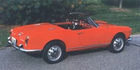 Enlarged taillights on Sprints and Spiders and fixed- position side-window vents on convertibles were carried over from the later Giuliettas.