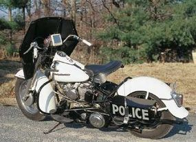 Cop Harleys located the Motorola speaker and microphone by the handlebars, and the transceiver in the left saddlebag.