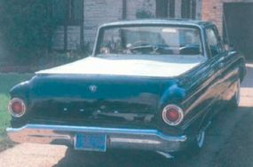 The compact Falcon Ranchero's 800-pound payload capacity was higher than the larger Chevrolet El Camino's, though the Chevy had more power.