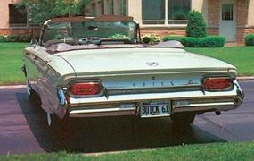 The Buick model names made the 1961 restyling, but the Delta Wing fins did not.