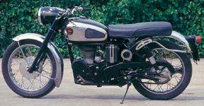 Oddly, the left side of the 1961 Velocette Venom engine was shrouded with black-painted covers.