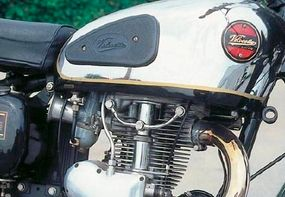While the left side of the engine was shrouded with black-painted covers, the right side boasted polished castings.