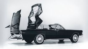 The Secret Service cars were 1967 Continental convertible sedans specially modified to the needs of the presidential bodyguards.
