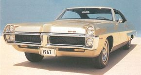 The 2+2 reverted back to a Catalina option package for 1967, gaining a new face and standard 428-cid V-8.