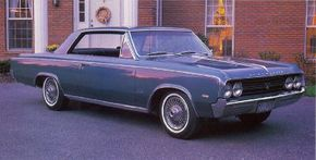 The 1964 Oldsmobile Cutlass 442 came in basic F-85 trim and slightly fancier Cutlass dress. See more muscle car pictures.