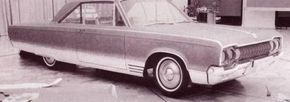 The fortunately abandoned fender skirt can be seen on this concept version of the 1965 Dodge Monaco.