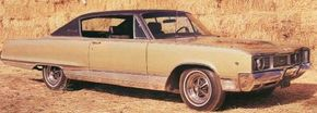 In 1968, the Dodge Monaco received a limited cosmetic makeover. Toned-down taillights ran the full width of the car, and a simplified three-section grille graced the front.