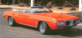 In 1969 Firebird convertibles featured new bodyside sculpturing and a redesigned front end with a separate chrome grill.