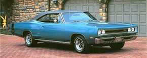 Dodge's mid-size muscle car was the Coronet R/T, which came standard with a 440 V-8.