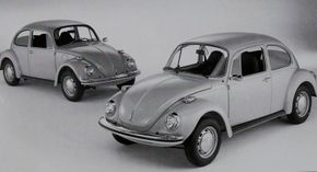 The easiest way to distinguish the standard 1973 Volkswagen Beetle (back) from the 1973 Super Beetle (front) is the larger lip on the Super's trunklid.