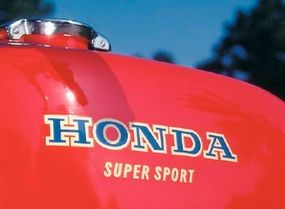 The angular fuel tank looked to be from a race bike and added to the 400's sportiness.
