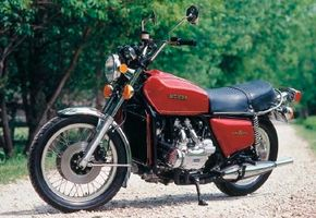 Torque-rich and ultra-refined, Honda's GL1000 Gold Wing transformed the touring market and affirmed Honda's place in engineering history. See more motorcycle pictures.