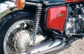 The Gold Wing featured triple-disc brakes. The fuel was carried in the side pods under the seat for a lower center of gravity.